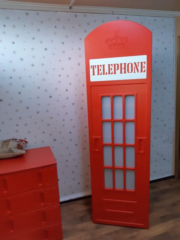Шкаф в виде телефонной будки