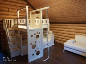 Двухъярусная кровать с игровой зоной!