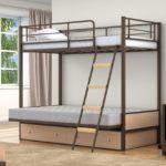 Кровать двухъярусная металлическая с матрасом