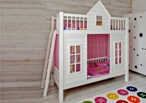 Двухъярусные кровати-домики