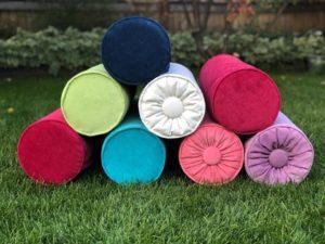 Декоративные подушечки в виде валиков